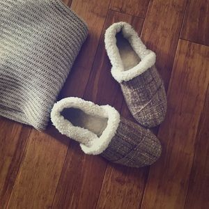 TOMS Shoes - Toms Boucle Slippers - Tan & White