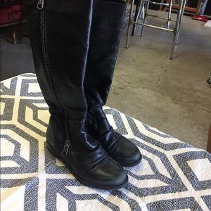 Black Steve Madden zip up boots size 8