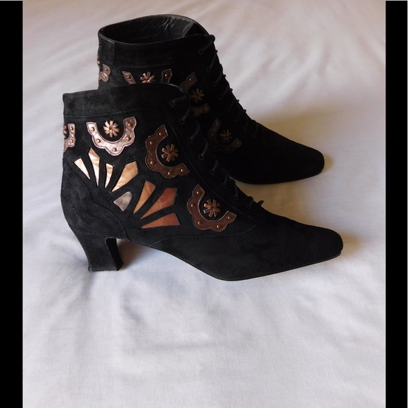 neiman marcus vtg chic two tones suede booties w cute details from teresa 39 s closet on poshmark. Black Bedroom Furniture Sets. Home Design Ideas