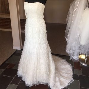 Tony Bowls Dresses & Skirts - Tony Bowls Lace Wedding Gown