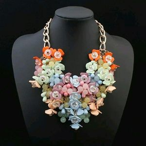 Jewelry - LARGE FLOWER NIB STATEMENT NECKLACE GOLD