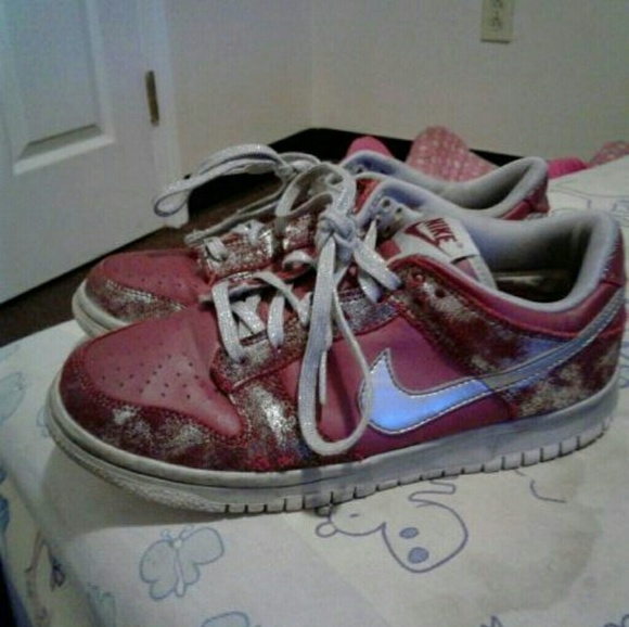 Nike red nd grey spray paint design size 6.5