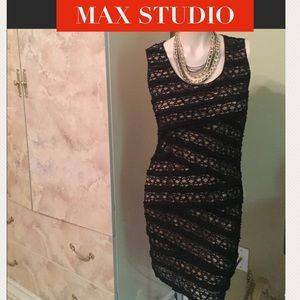 50% OFF SALE TODAYMAX STUDIO LACED DRESS SIZE M