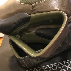 United Nude Shoes - United Nude olive grey ankle boots.