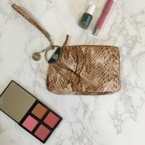 Lulu Handbags - LULU WRISTLET 💕💋🍷👛