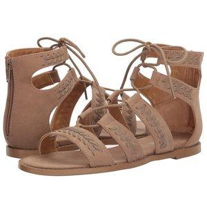 Report Zendaya gladiator sandal