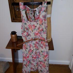 Zinga Dresses & Skirts - Cute floral Sun dress with belt