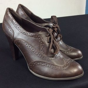 Maurices Shoes - Brown Vintage Style Tie up shoes 👠