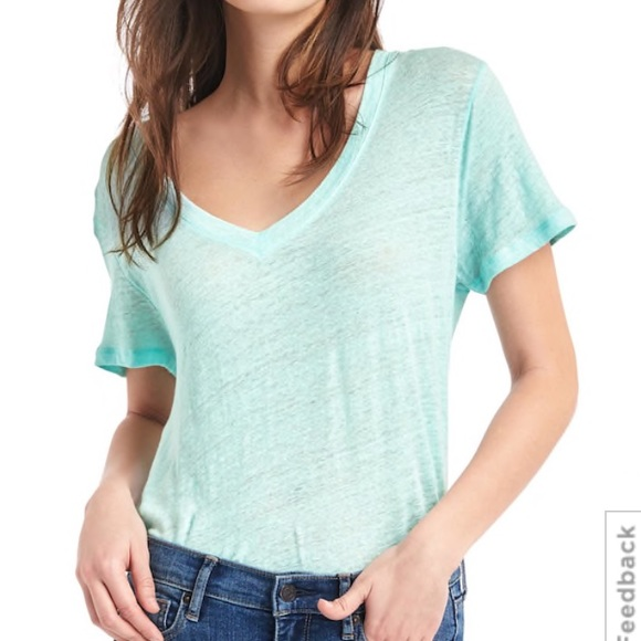 3b185b853e NWT Gap light blue linen v neck t shirt