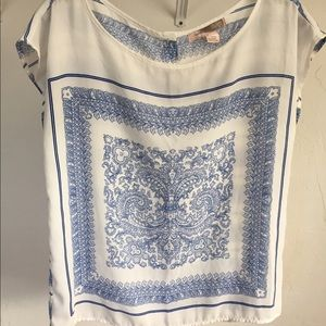 Tops - Amazing white silky top with Holland-esque design