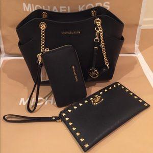 Michael Kors Handbags - 🌹Michael Kors Sets Purse🌹Wallet🌹Wristlet🌹✅🏝