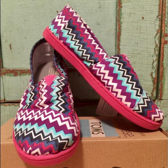 da0349877314 TOMS Shoes | Purple Zigzag Pop Youth Classics | Poshmark