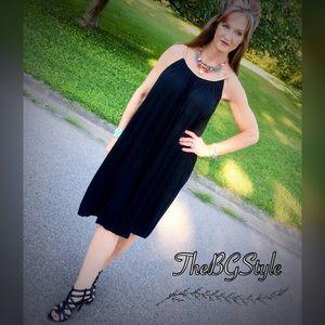 Dresses & Skirts - Alyssa mirror image Black Free flowing midi dress