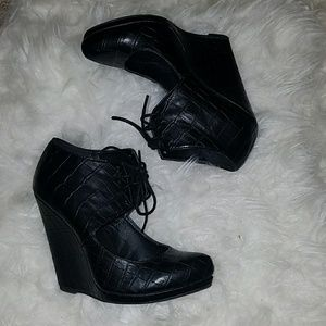 Shoe dazzle croc black leather Jane lace up wedge