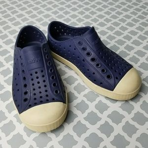 NATIVE YOUTH Other - Native Kids Slip On Shoes Size 10