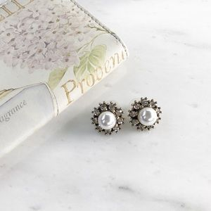 hwl boutique Jewelry - Pearl Statement Earrings