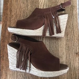 AEO Shoes - NWOT AEO brown suede fringe peep toe wedges 8