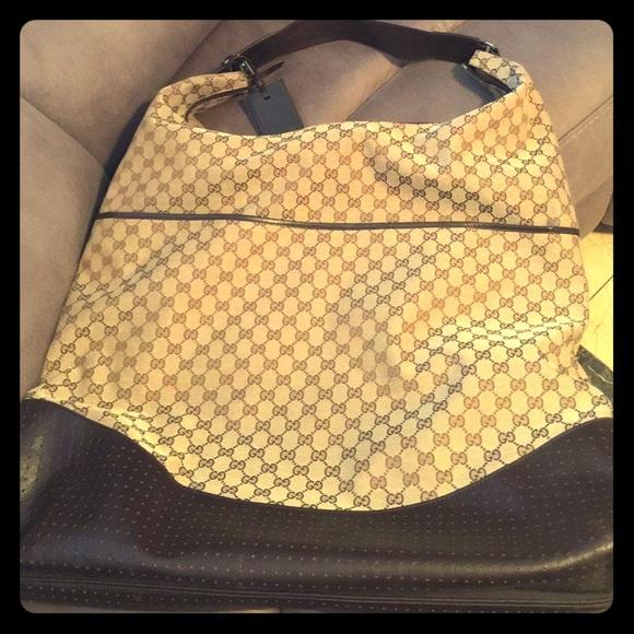 82aa1ad81 Gucci Handbags - X-Large GUCCI Fold Over Garment Bag