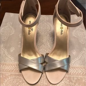 Seven Dials Shoes - 😘Sexy cream and silver heels