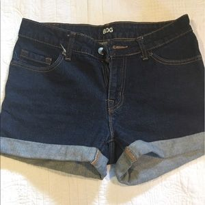 """Urban Outfitters Pants - BDG """"Alexa"""" Shorts in Midrise"""