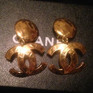 Authentic Vintage CHANEL quilted CC clip earrings