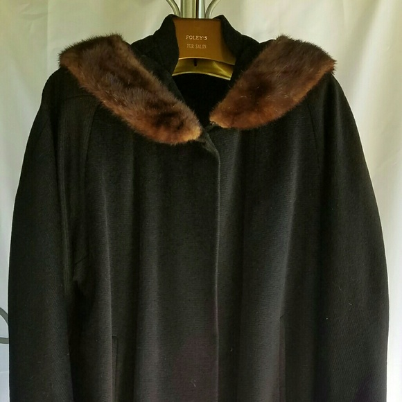Vintage coat with fur collar — 11