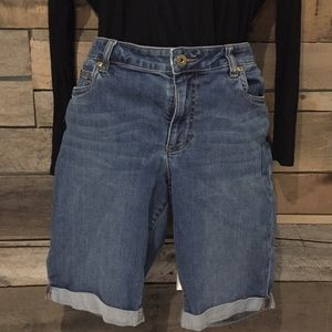 Two by Vince Camuto Pants - Two by Vince Camuto denim shorts. Size 31/12