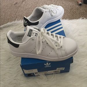 GREAT CONDITION Black & White Adidas Stan Smith