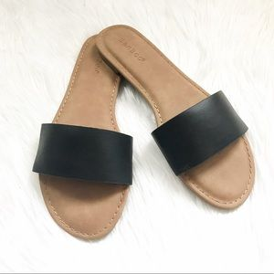 Shoes - •MAJOR CLEARANCE• BLACK Flat Band Sandals