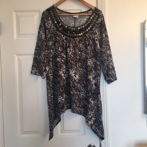 Jaclyn Smith Tops - Jaclyn Smith Patterned Top With Extended Sides
