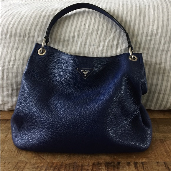 f5d69d22d6ea3 Prada Vitello Daino Sacca leather hobo bag. M 593c56cec28456b8180137c2