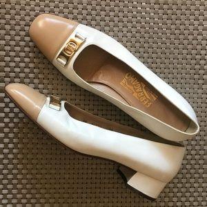 Ferragamo spectator pumps chunky heel white/beige