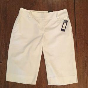 NWT   White Bermuda shorts by Apt 9.  Size 6