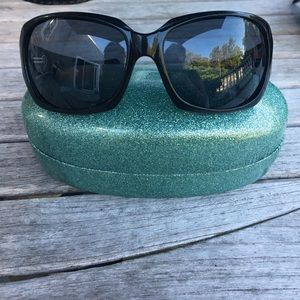 Oakley Accessories - Oakley woman's sunglasses.