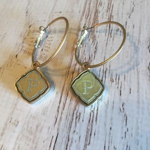 Gold hoops with gold quatrefoil P