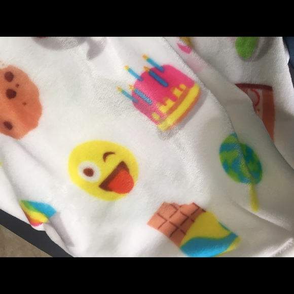 Cake Ice Cream Emoji : 60% off adirondack Accessories - Emoji plush blanket donut ...