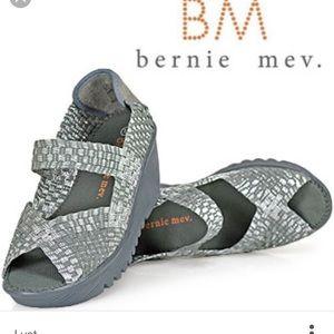 bernie mev. Shoes - NWOT Bernie Mev Wedges