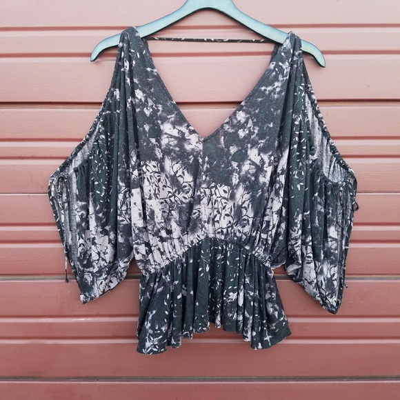 bd16010c7dc79d Free People Tops - Free People Abracadabra Cold Shoulder Top