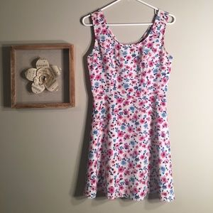 Adorable & Trendy Floral Dress!