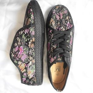 Makers of True Originals Shoes - Shoes flowers maker's