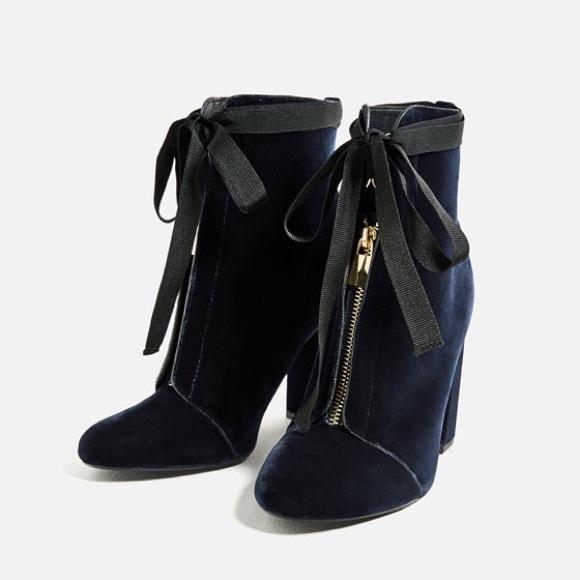132de0bee13 Zara high heel dark blue velvet ankle boots