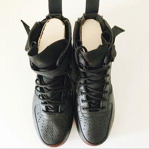 Nike SF AF1 MID QS