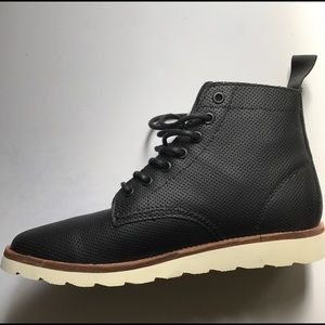 0b5cce6260b Vans Sahara Boot Black Perforated Leather NWT