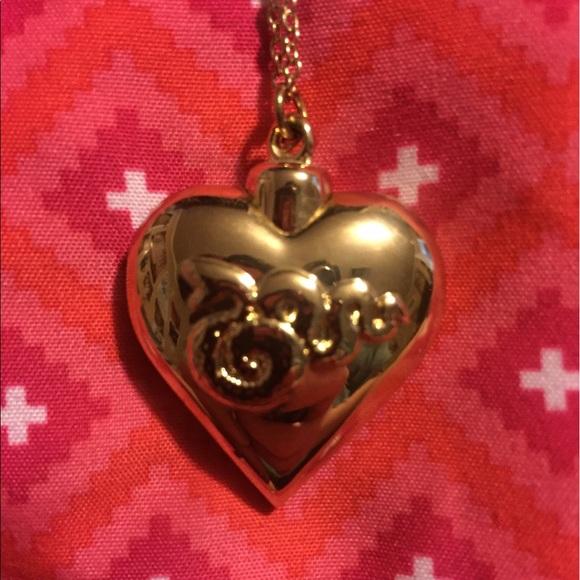 lana del rey cocaine rosary necklace