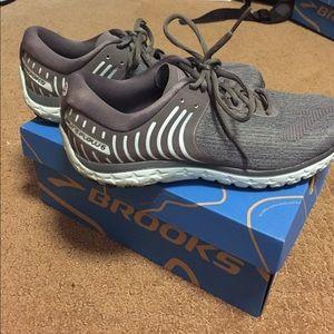 Brooks Shoes - Books pure flow 6