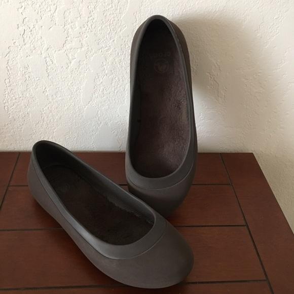 df62cbecf5ac3 CROCS Shoes - Crocs mammoth brown Sz 8 espresso flats comfort