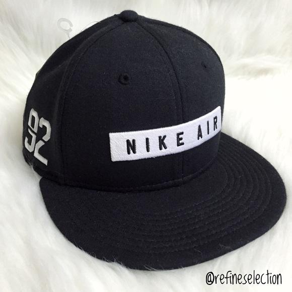Nike Air 92 Black White Embroidered Snapback Hat 580d2af4541