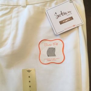 Dockers Pants - NWT White Dockers Capri Sz 6