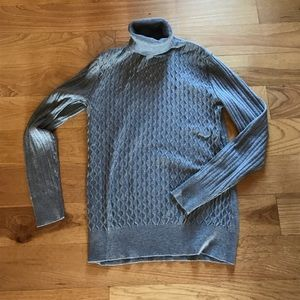 Gray fitted cut turtleneck sweater