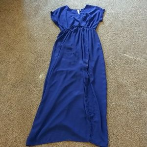 Alya Dresses & Skirts - 👗Dress Sale! Alya Maxi Dress w/front slit M